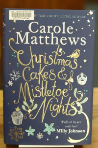 Christmas cakes and mistletoe nights by Carole Matthews